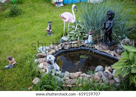 Merveilleux A Small Stone Pond With A Fountain And Garden Figures Around