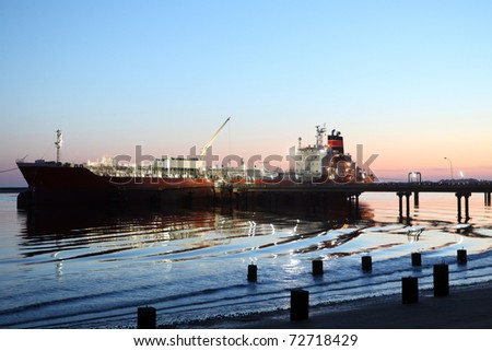 Gas and oil tanker, Lng, docked at the harbor at night