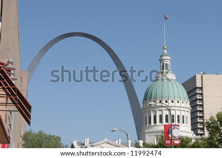 Gateway Arch and Courthouse in Saint Louis, Missouri, USA - stock photo