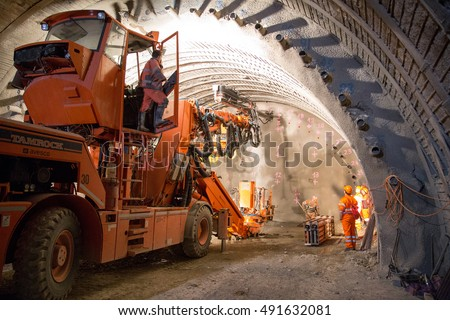 Grout stock images royalty free images vectors for Construction de tunnel