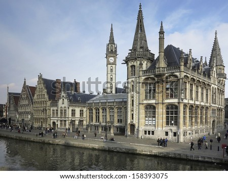 Gent: Medieval architecture reflected along the canals in Ghent (Gand), Belgium (Flemish region, Flanders)