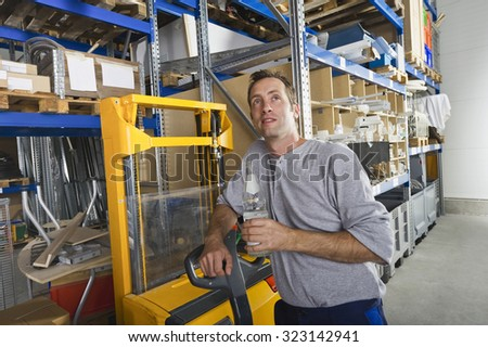 Germany,Bavaria,Munich,Manual worker with water bottle