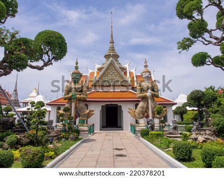 Giant statue, represented gate keeper, at entrance of Dawn temple or Wat Arun, the landmark of Bangkok, Thailand