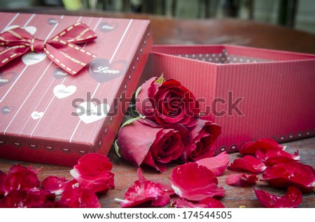 Gift box and red roses for someone you love.