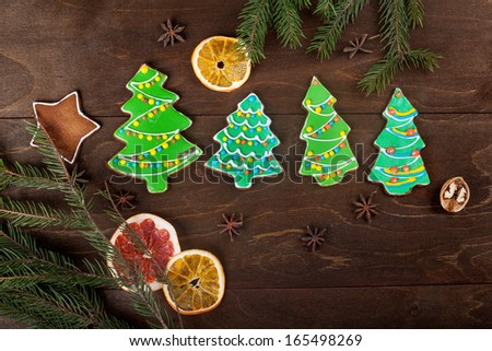 Gingerbread-Christmas trees with colored glaze on the wooden background