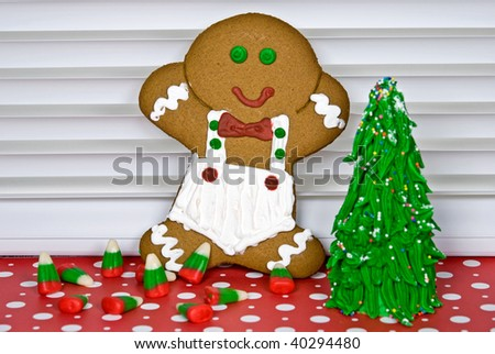 gingerbread cookie with frosted tree