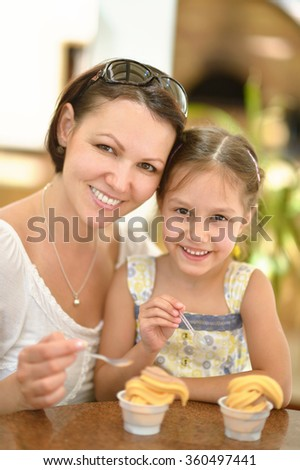 girl and mother eating ice creams