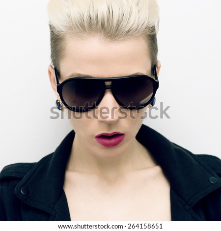 Girl in fashionable Sunglasses. Trends the season