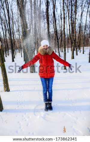 girl in the park in winter