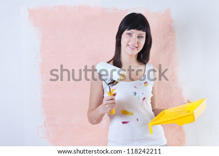 Girl painted the walls, repair