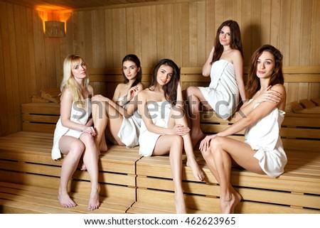 фото девчонки в сауне
