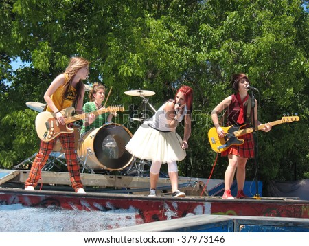 girl band pissing on stage jpg 853x1280
