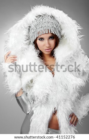 Glamor Portrait of sexy winter woman