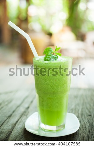 glass of green tea smoothie