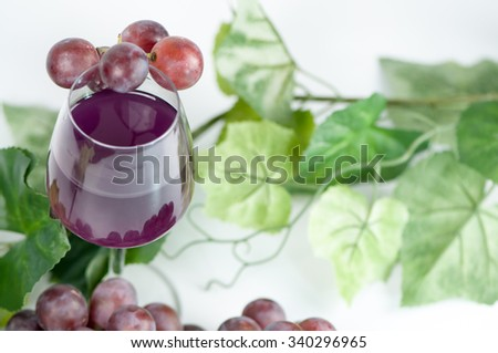 glass with grapes juice
