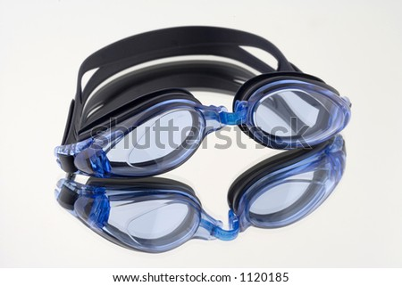 glasses to swim of blue color