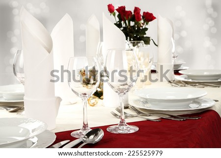 glasses white napkins and roses