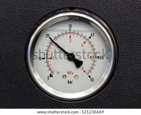 Glycerin filled pressure gauge with two scales