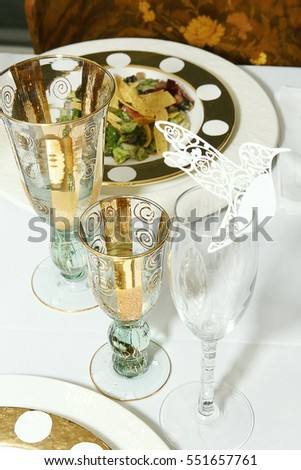 Gold and White Table Setting & Gold White Table Setting Stock Photo (Safe to Use) 551657761 ...