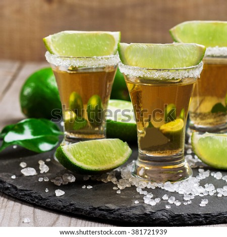 Tequila shots lime salt on black zdj cie stockowe for Nauka coffee table