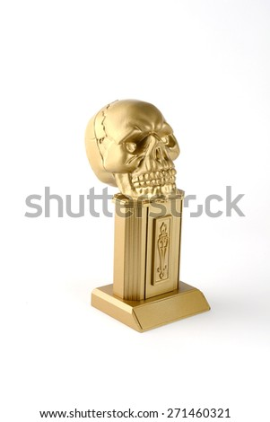 Gold trophy skull for Halloween party, the winner of best disguise or the terrible costume.