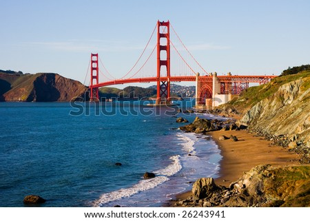 Golden Gate Bridge on a sunny day