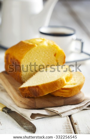 Golden loaf cake