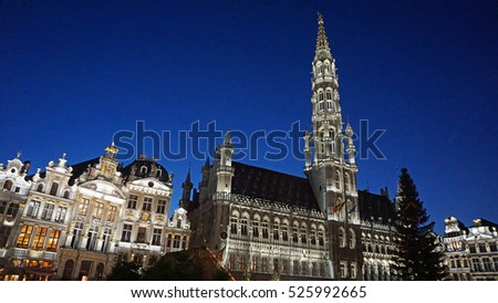 grand place in brussels at christmas time