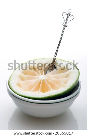 grapefruit on the plate