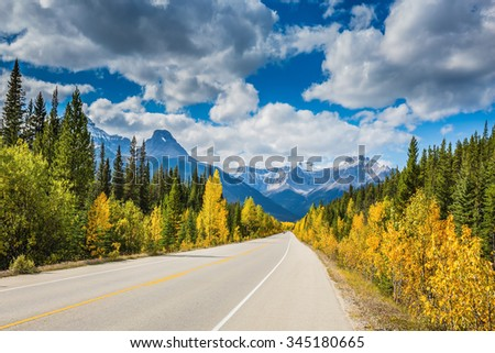 Great Banff. Excellent highway and surrounded by autumnal woods. Travel to the Bow River Canyon in September.  Canadian Rockies, Banff National Park in the autumn - stock photo