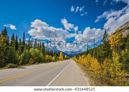 Great Banff. Travel to the Bow River Canyon in September. Excellent highway and surrounded by autumnal woods.  Canadian Rockies, Banff National Park in the autumn - stock photo