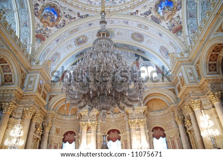 Great chandelier in Dolmabahce Palace, weight of 4500kg - Istanbul, Turkey