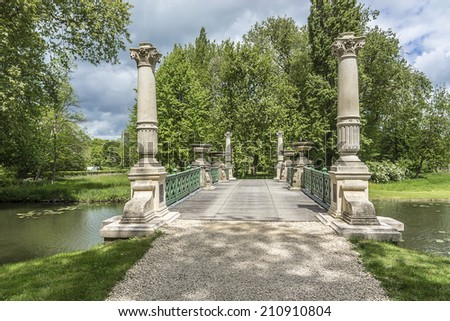 Great mens bridge english garden jardin stock photo for Jardin anglais en france