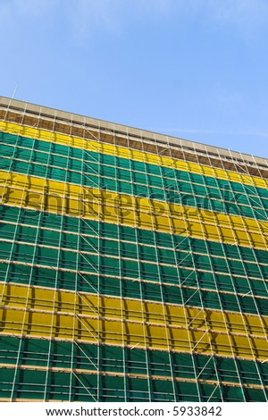 green and yellow colored scaffold