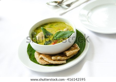 Green curry with chicken eat with roti dough sheet