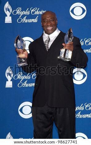 Green Mile star MICHAEL CLARKE DUNCAN at the 27th Annual People's Choice Awards in Pasadena, California. 07JAN01.   Paul Smith/Featureflash - stock photo