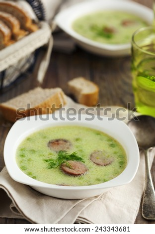 Green pea soup with sausage