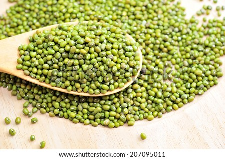 Green raw mung beans