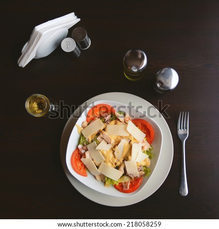 Green Salad with Tomato and Cheese