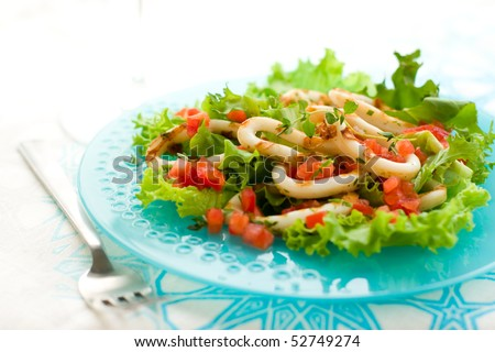 Grilled calamari with tomato and red bell pepper salsa