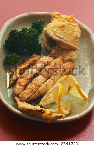 Grilled fish with broccoli and lemon