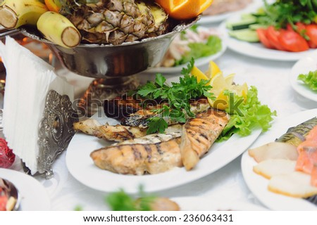 grilled fish with lemon and green
