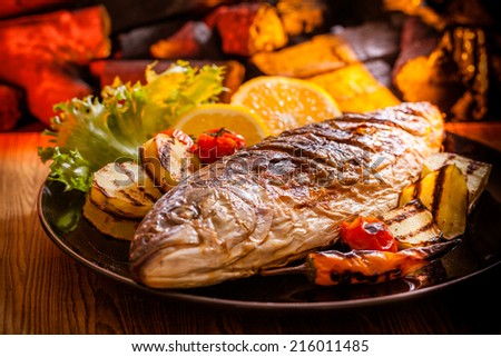 Grilled fish with potato and lemon