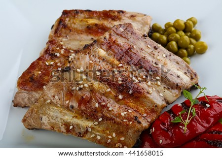 Grilled pork ribs with pepper and thyme
