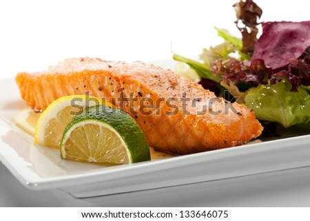 Grilled Salmon with Fresh Salad Leaf