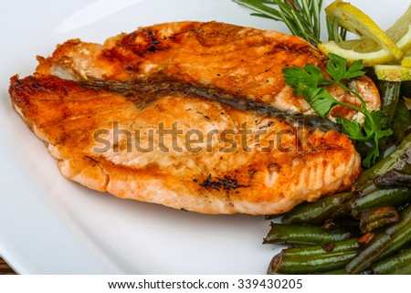 Grilled salmon with roasted green beans, lemon and rosemary - stock photo