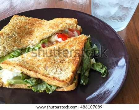 Grilled sandwich with egg and tomato