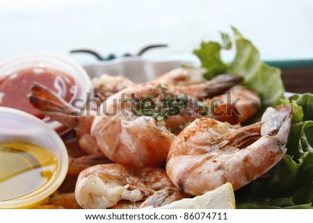 Grilled shrimps in the authentic environment of a harbour restaurant in Key West