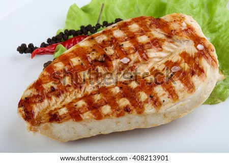 Grilled turkey breast with salad leaves