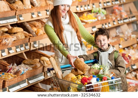 Grocery store - Happy woman with child choosing bread